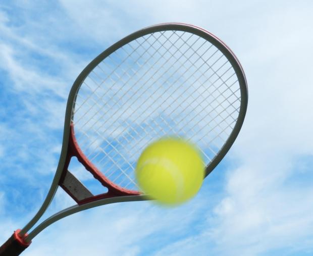 TENNIS RACQUET AND BALL